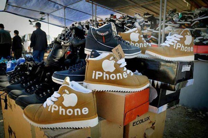 botas en cajas con marca iphone