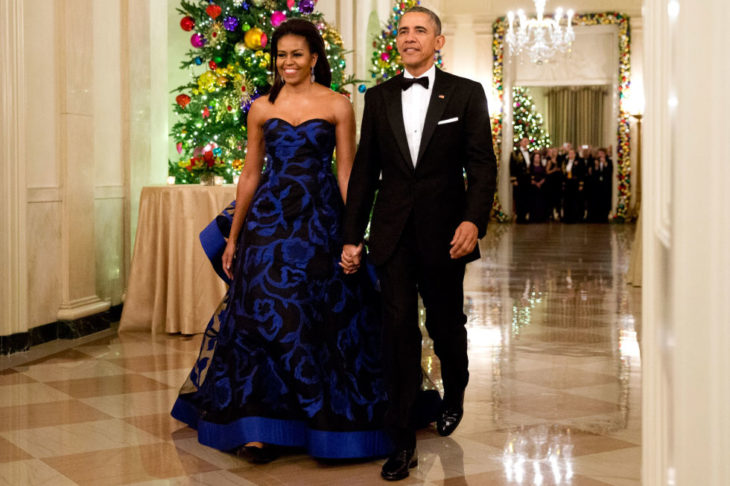 Michelle obama usando un vestido azul