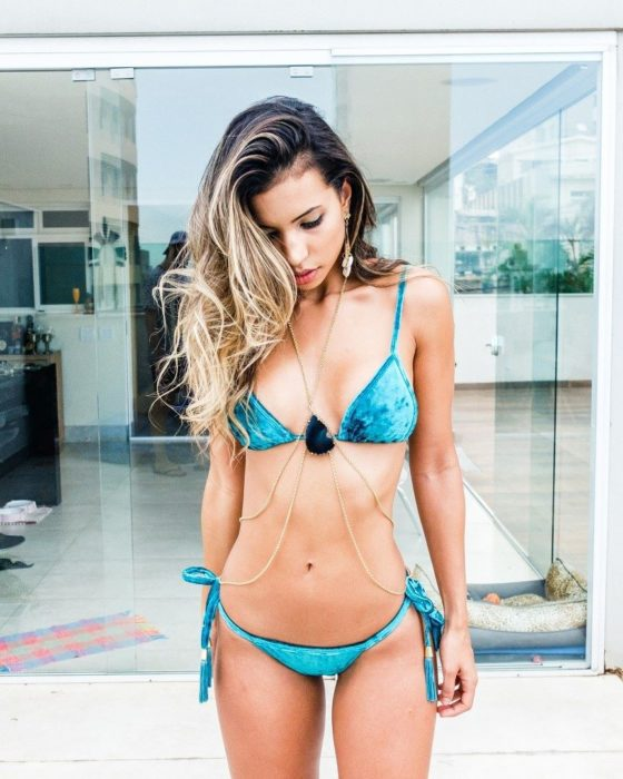 bikini azul de terciopelo