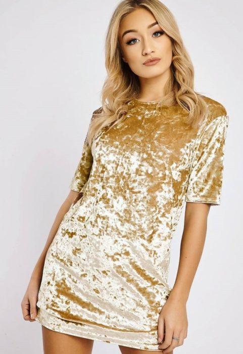 vestidos de color dorado en terciopelo