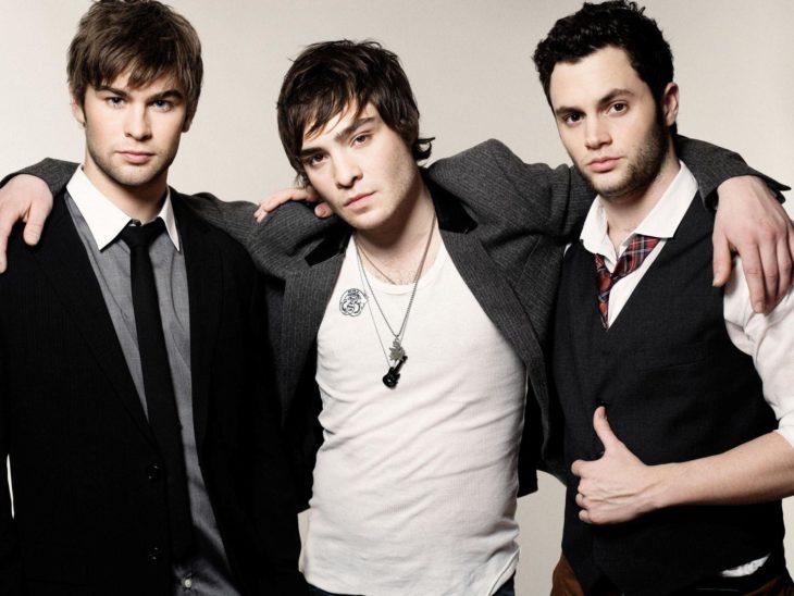 tres hombres con saco