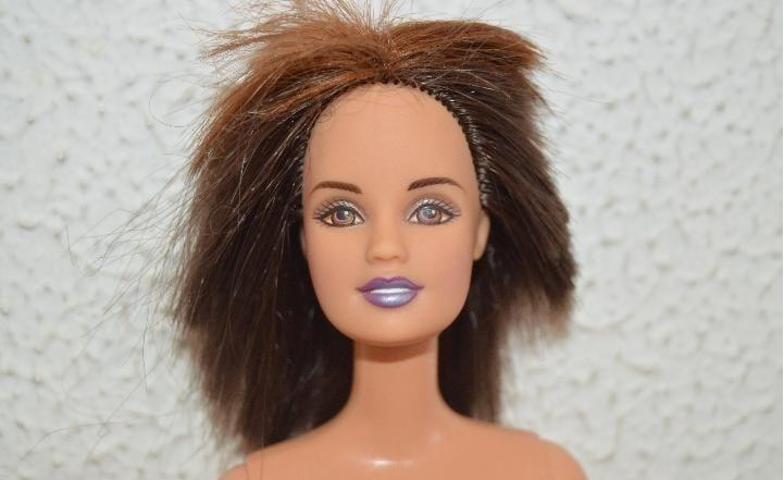 barbie con cabello cortado