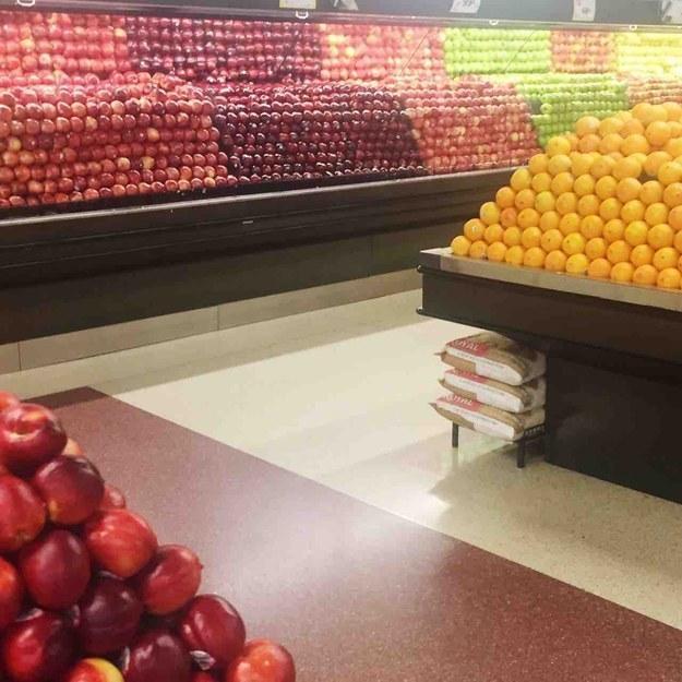 supermercado acomodado por colores