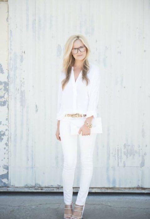 Pantalón blanco accesorios