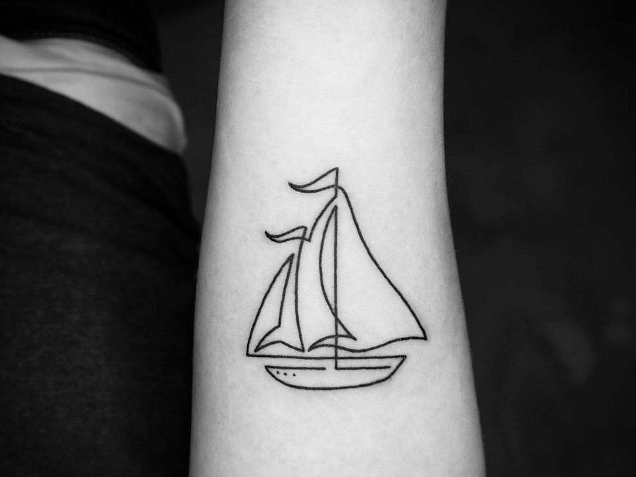 20 tatuajes hechos siguiendo el trazo de una l nea for Tattoo lining tips
