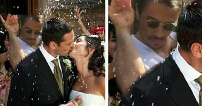 hombre avienta sal a pareja de recién casados
