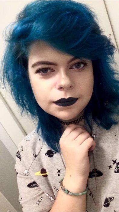 Chica de 18 años que sufre de depresión