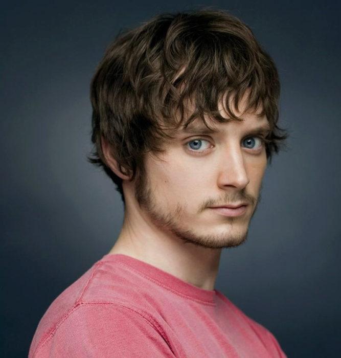 hombre blanco con ojos azules