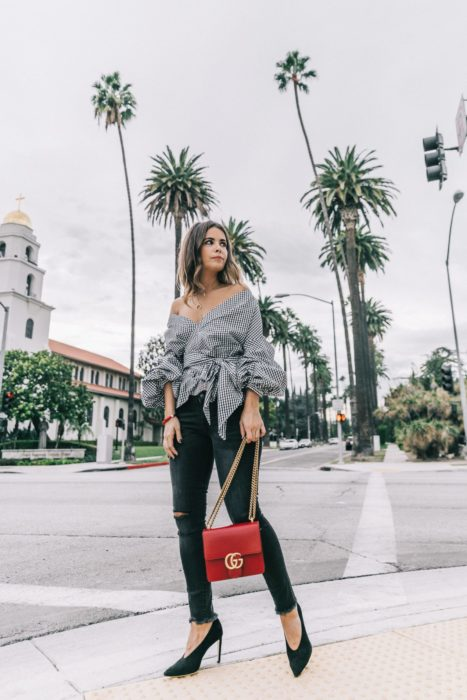 Chica usando Skinny jeans y tacones