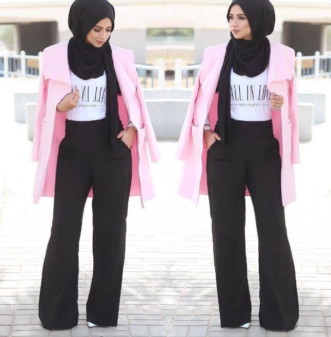 Mujer usando un hijab