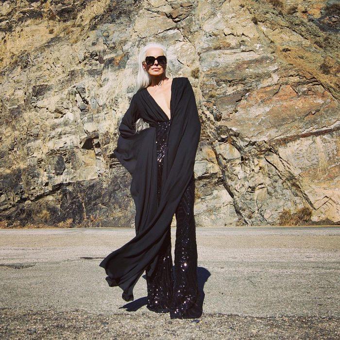 Yazemeenah Rossi usando un vestido negro