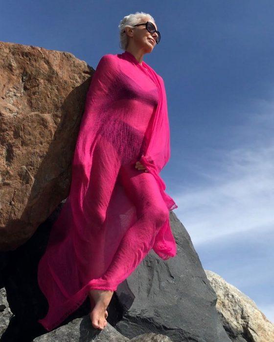 Yazemeenah Rossi usando un vestido de color rosa