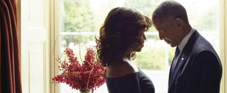 mujer y hombre frente a frente en una ventana