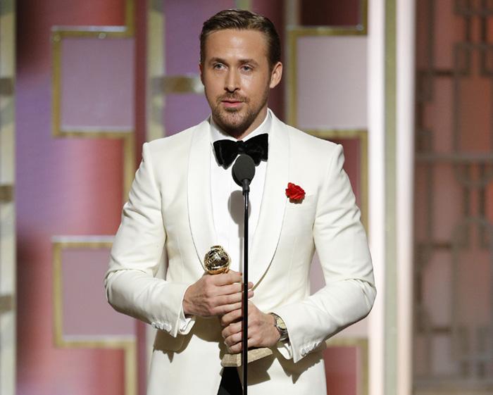 Ryan Gosling dando un discurso durante los globos de oro