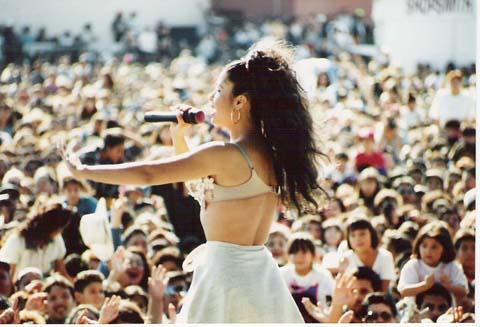 Selena quintanilla con sus fans