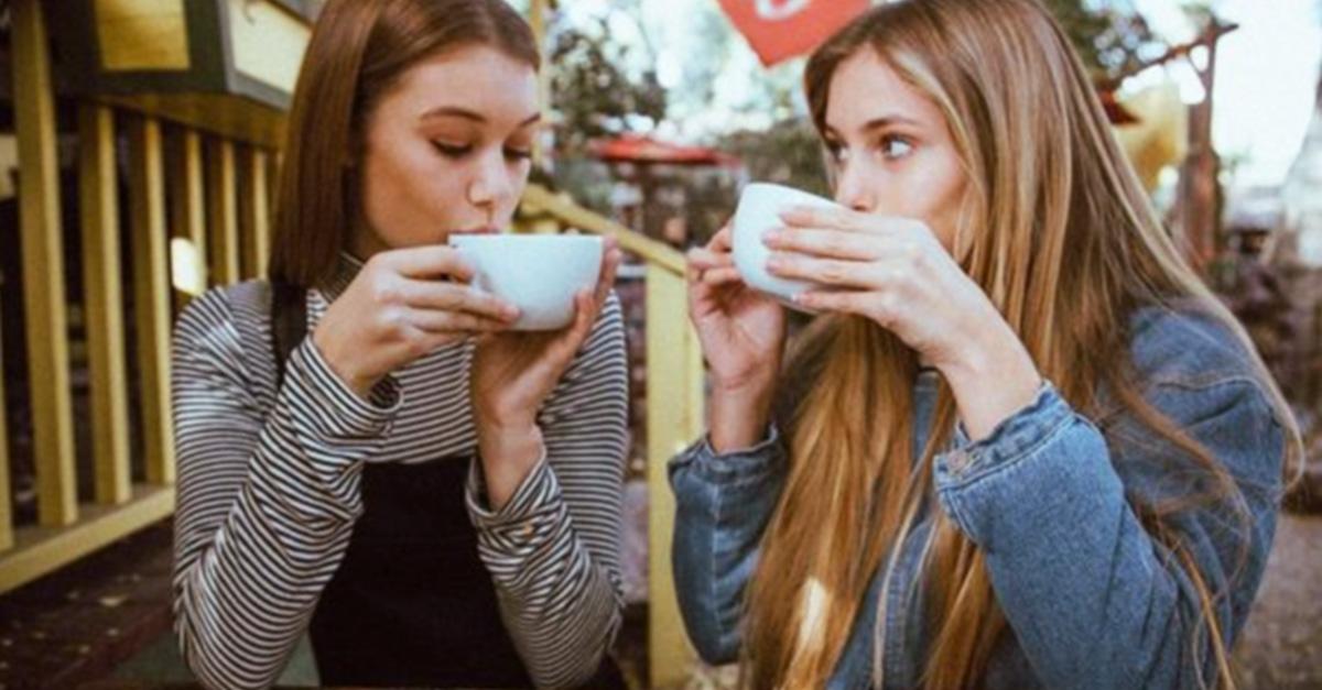 Una taza de café te puede alargar la vida: estudio