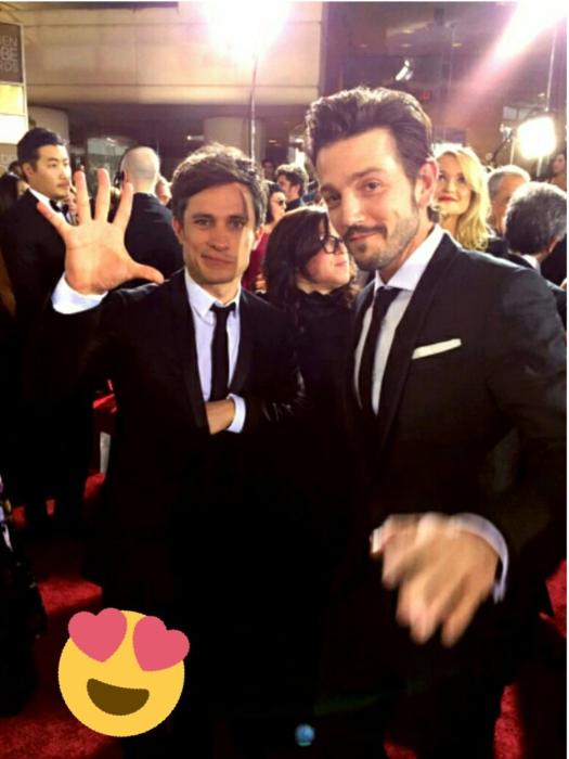 dos hombres con traje y corbata