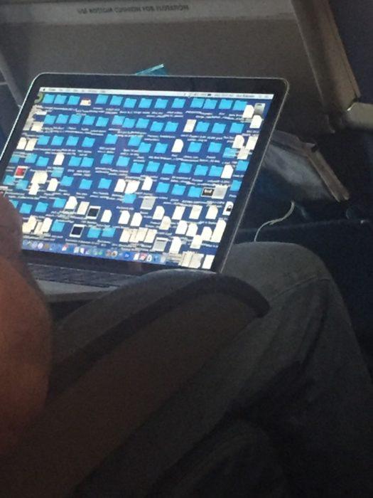 computadora con carpetas