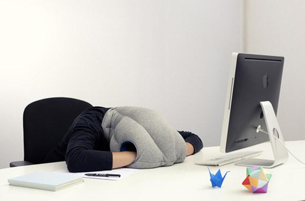 almohada para llevar a la oficina