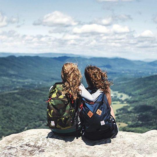 amigas en la montaña