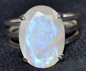 anillo de piedra de luna