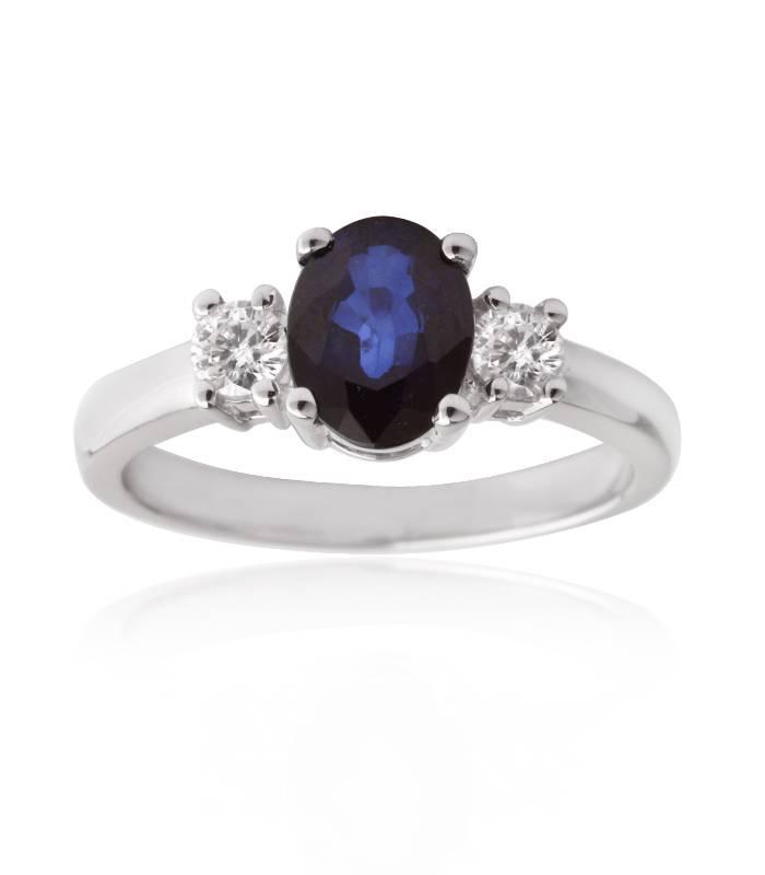 anillo de zafiro