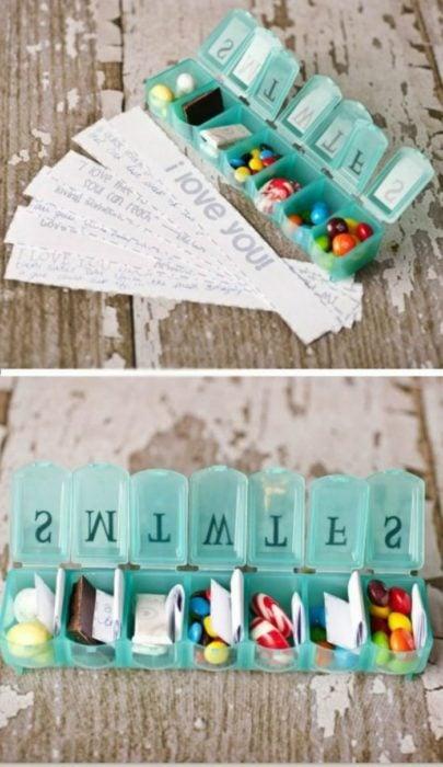 caja de medicinas con dulces