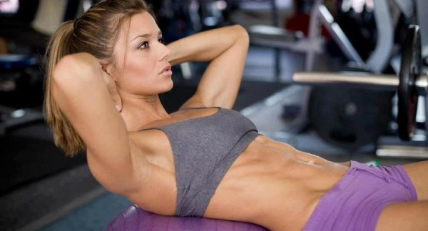 chica fornida en el gym