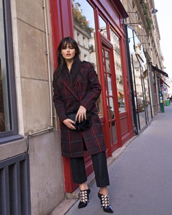 Kristina Bazan compartiendo su estilo elegante en Instagram