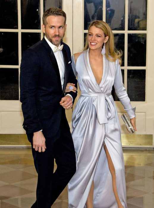 hombre con traje al lado de chica con vestido