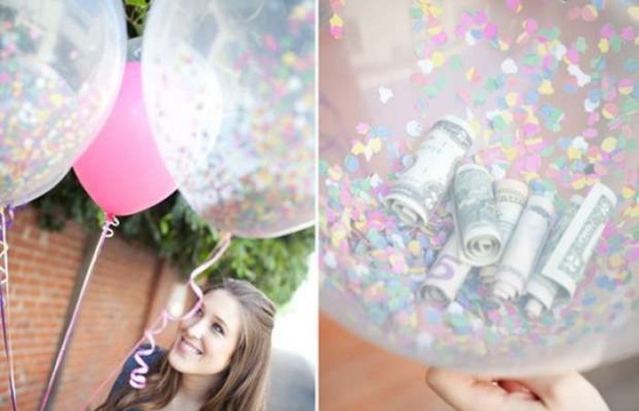 globo transparente con dolares