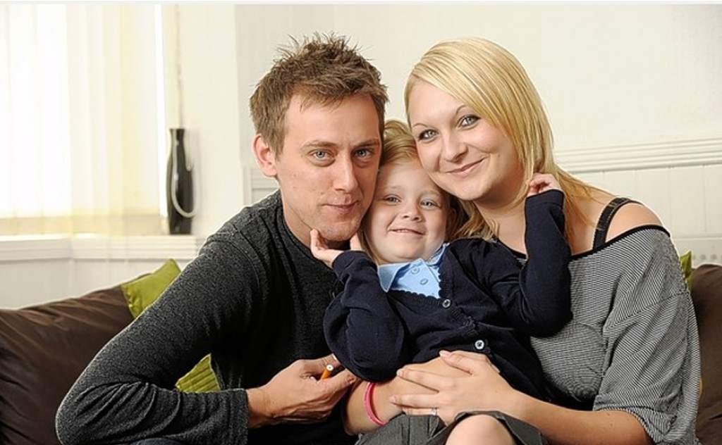 Tom attwater con su hija y su esposa