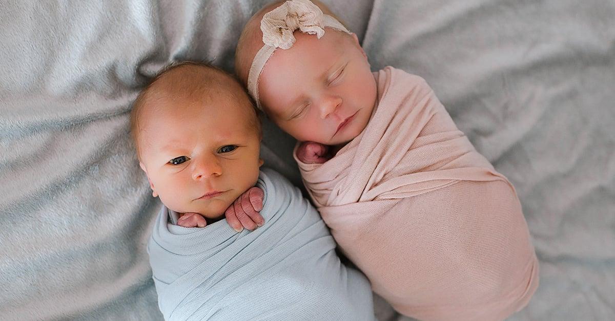 Las últimas fotos juntos de estos gemelos recién nacidos están tocando el corazón de todo Internet
