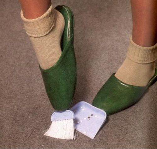 pantuflas con escoba y recogedor incluidos