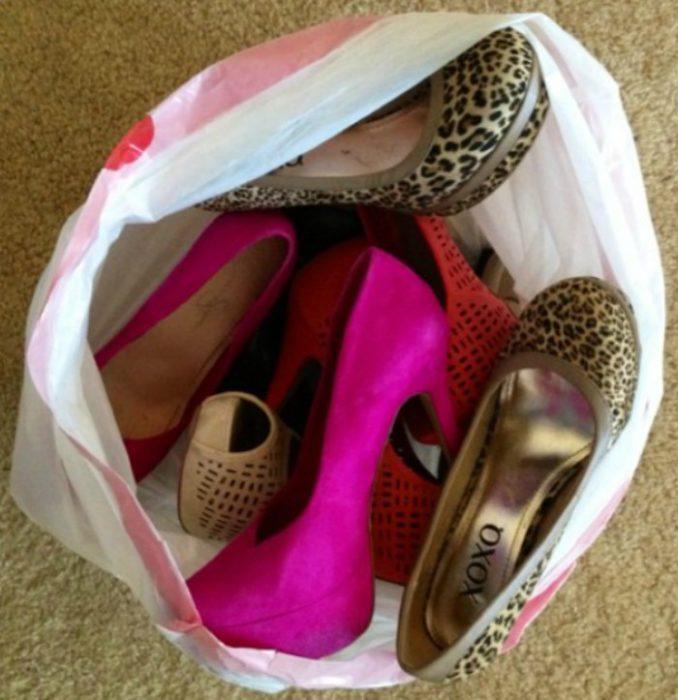 bolsa de zapatos con tacones