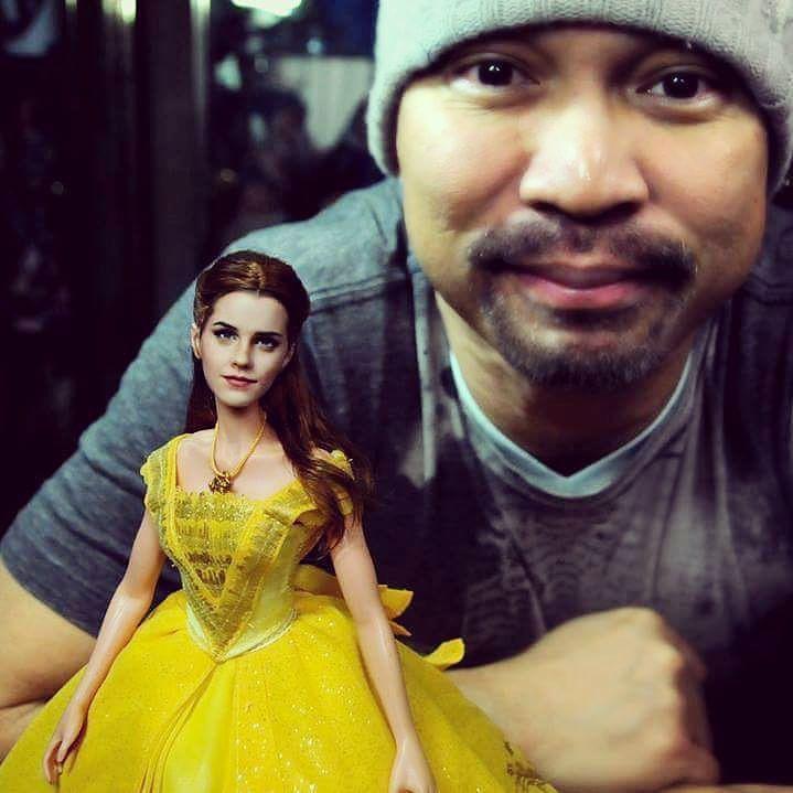 noel cruz con su muñeca de bella