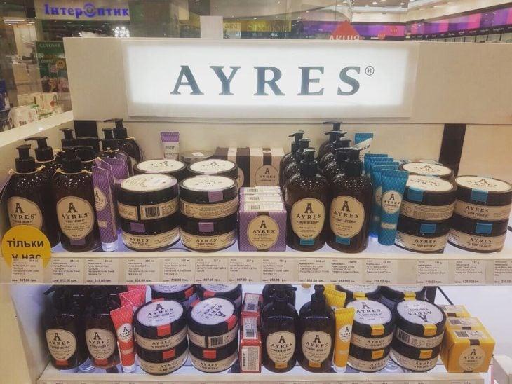 productos de belleza en un estante