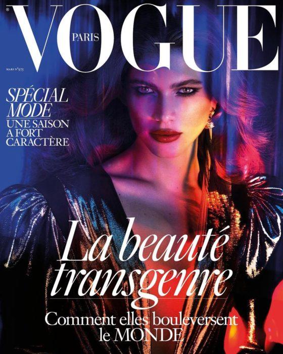 mujer posando para revista de moda