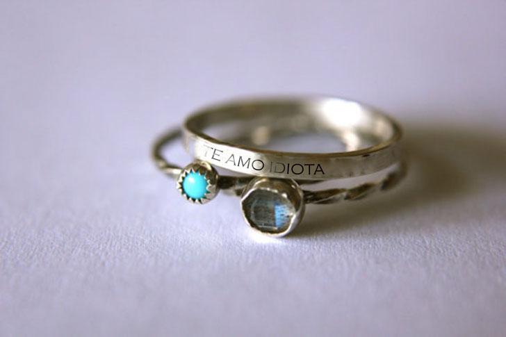 anillo con frase