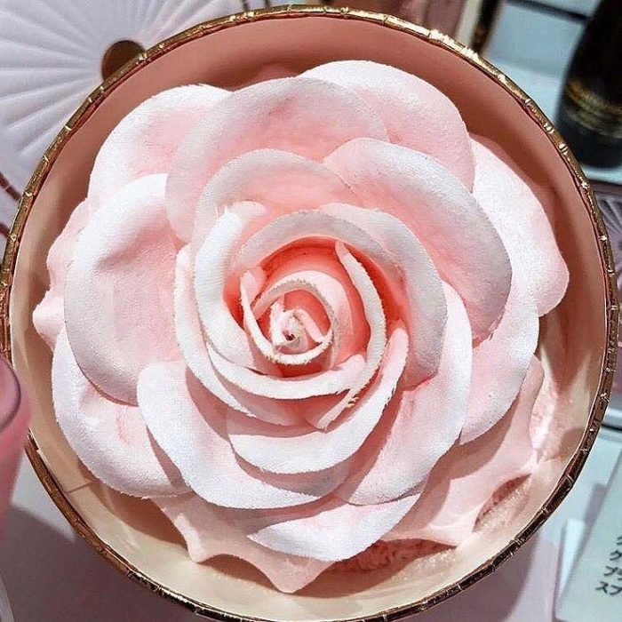 Iluminador de lancome en forma de rosa