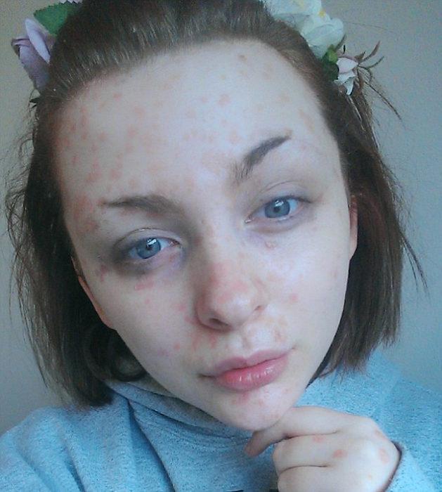 Chica que fue abandonada por su novio cuando la vio sin maquillaje