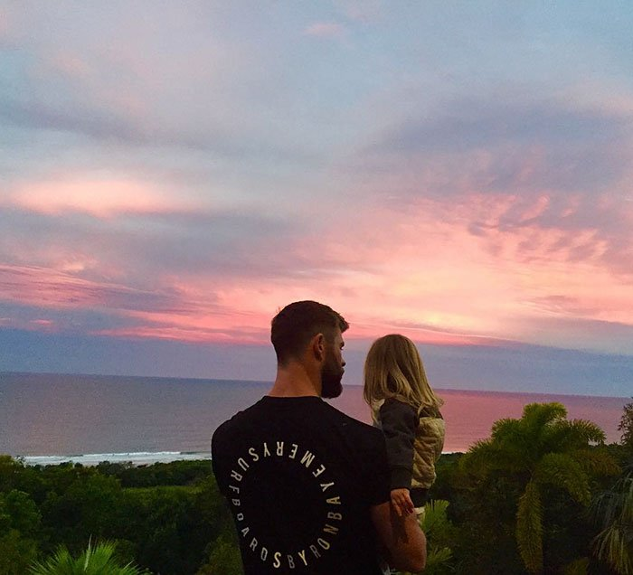 Chris Hemsworth con su hija