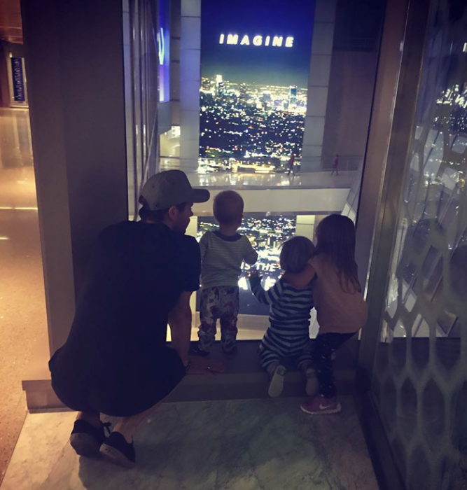 Chris Hemsworth con sus hijos