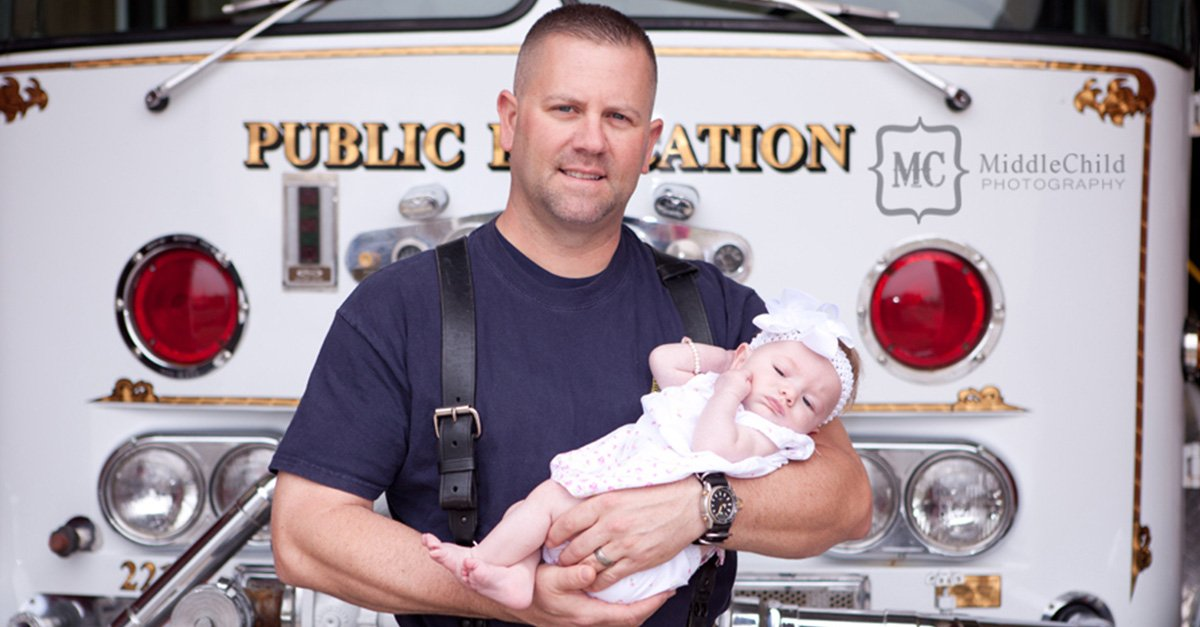 Conoce la adorable historia del bombero que se convirtió en el ángel guardián de una bebé