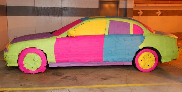 Carro cubierto con post it