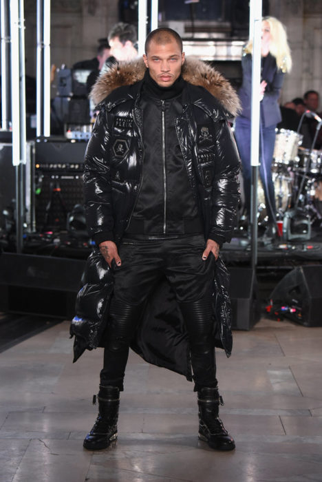 Modelo Jeremy Meeks desfilando en la semana de la moda de Nueva York