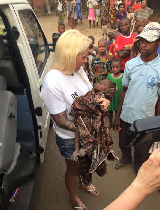 Mujer que salvó a un niño abandonado y acusado de ser brujo