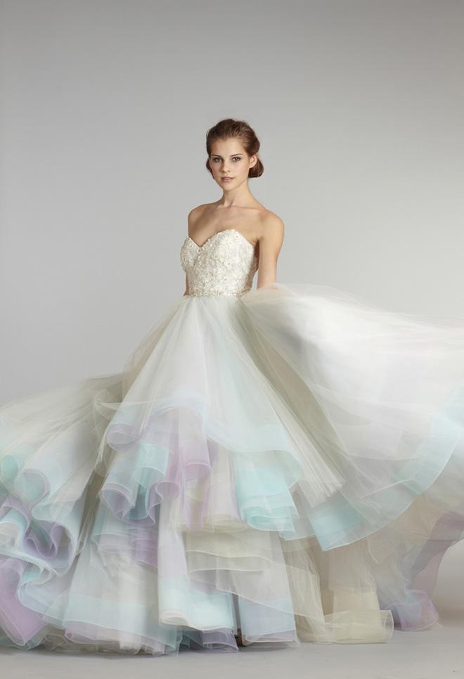 teñir tu vestido de novia hará que tu gran día sea colorido