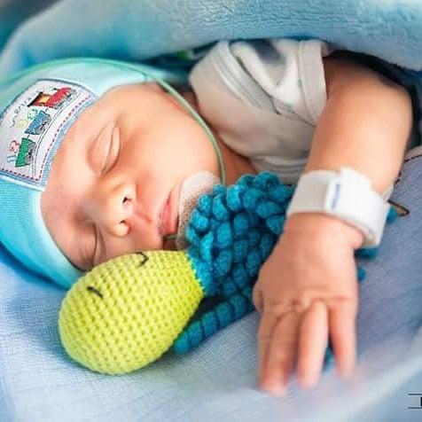 Bebé con pulpo de crochet