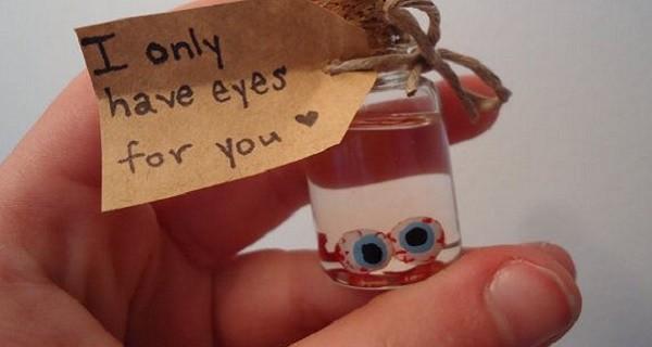 frasco con ojos